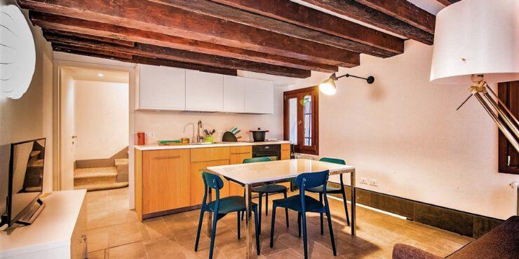 Delizioso appartamento restaurato ai Frari