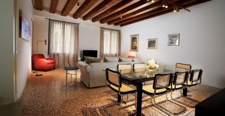 Elegante e raffinato appartamento con vista canale