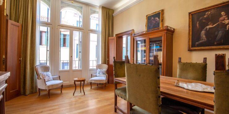 Elegante appartamento in palazzo gotico notificato